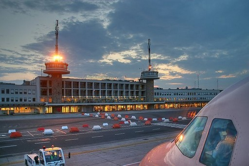 Módosul a 200E és a 900-as buszok útvonala a terminálbezárás miatt | kép forrása: wikipedia.org /Raimond Spekking