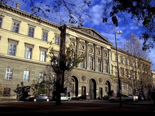 Jövőre elkészül a budapesti Nemzeti Közszolgálati Egyetem főépülete | kép forrása: wikipedia.org / Zoltan Korsos