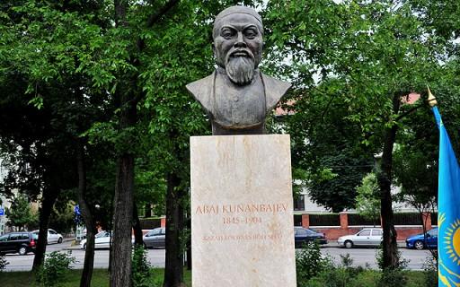 Szobrot kapott a Városligetben Abaj Kunanbajev kazah költő, zeneszerző | kép forrása: www.budapest.hu / Majtényi Mihály