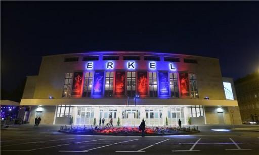 Diákok ötletei alapján szépül meg a fővárosi Erkel Színház homlokzata   kép forrása: MTI / Máthé Zoltán