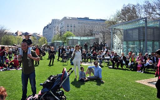 Elkészült a megújult Erzsébet téri kulturális központ és park | kép forrása: www.budapest.hu / Majtényi Mihály