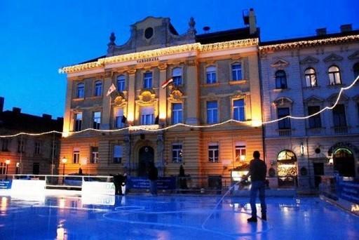 Ingyenes jégpálya az óbudai Fő téren | kép forrása: www.obuda.hu