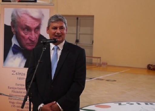 Átadták Kőbányán az új  kosárlabdacsarnokot | kép forrása: www.kobanya.hu