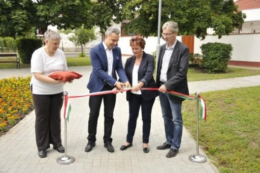 Felavatták a Zöldprogram keretében megújult Hunyadi teret Kispesten   kép forrása: www.gajdapeter.hu