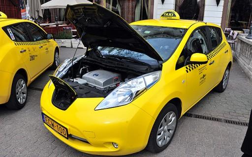 Csütörtökön ingyen szállítanak a fővárosban az új elektromos taxik | kép forrása: www.budapest.hu / Majtényi Mihály