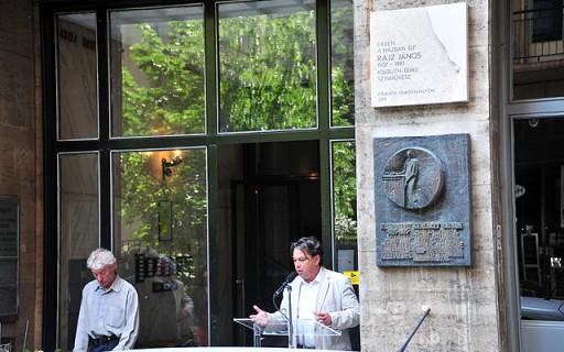 Emléktáblát kapott egykori budapesti lakóhelyén Rajz János színművész | kép forrása: www.budapest.hu / Majtényi Mihály