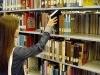 Ingyenes könyvtárhasználat ferencvárosi kismamáknak és nyugdíjasoknak | kép forrása: wikipedia.org / Joe Crawford